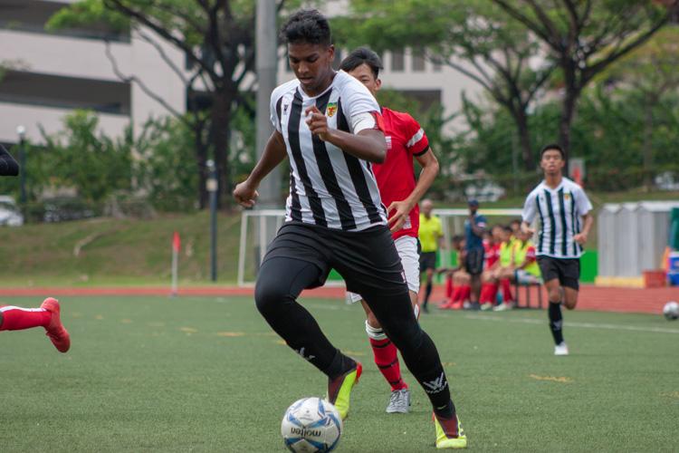 Haaroon Silmi (RI #12) dribbles the ball. (Photo 11 © REDintern Jordan Lim)