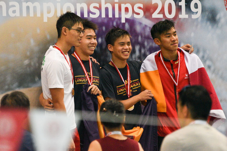 ACS(I)'s Jonathan Tan (2nd from left) won the A Division boys' 200m Freestyle final with a new meet record time of 1:51.17. (Photo 1 © Iman Hashim/Red Sports)