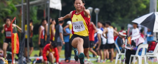 Tan Tse Teng of Hwa Chong Institution leapt 11.25 metres on her last attempt to grab the A Division girls' triple jump gold. (Photo 1 © Iman Hashim/Red Sports)