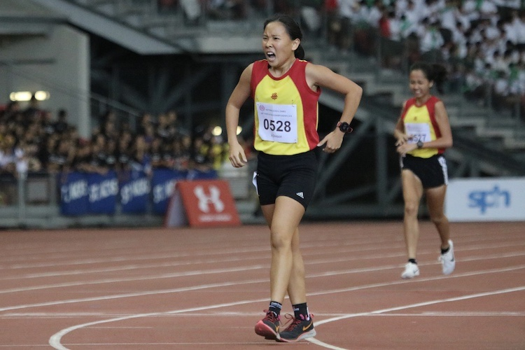 Vera Wah of Hwa Chong Institution came in first place with a timing of 5:11.59. (Photo 5 © REDintern Julianna Jothi)