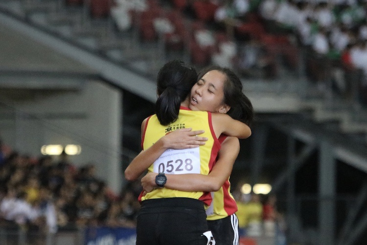 Vera Wah and Toh Pei Xuan of Hwa Chong Institution took home the gold and silver in the A division 1500m race. (Photo 4 © REDintern Julianna Jothi)