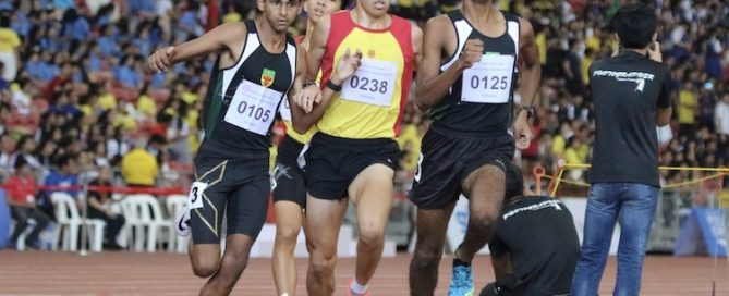 Armand Dhilawala Mohan of Raffles Institution attempts running ahead of Ethan Yikai of Hwa Chong Institution.
