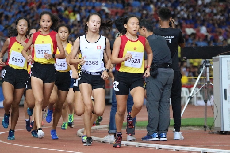 Vera Wah of Hwa Chong Institution leading consistently for the A division 1500m race.