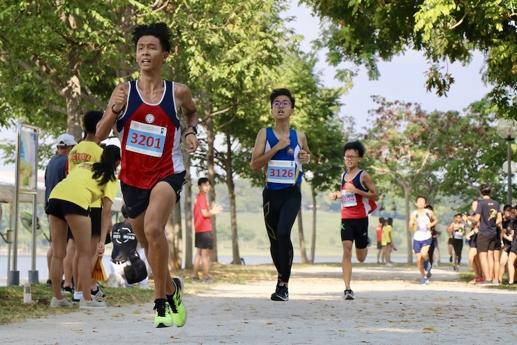 Nan Hua High's Lim Yu Zhe, the recent track 800m-1500m champion, finished 10th in the Boys' B Division cross country race with a time of 17:44.4. (Photo 1 © Julianna Jothi/Red Sports)