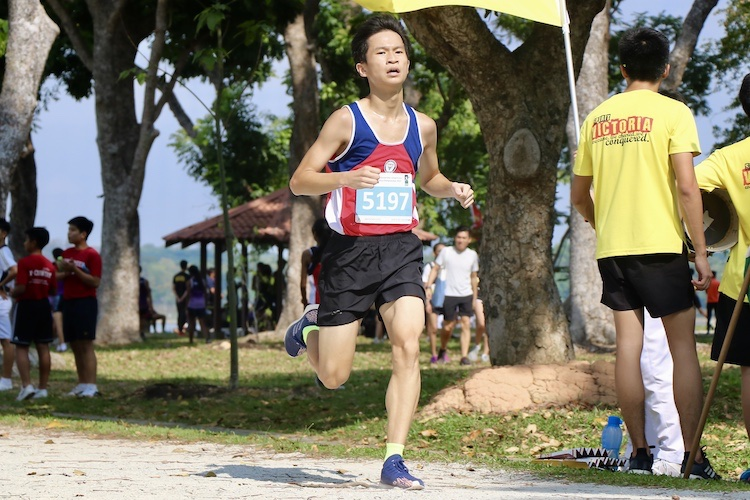 Mervyn Ong of Nan hua High School finished second in the Boys' C Division cross country race with a time of 13:46.6. (Photo 2 © Julianna Jothi/Red Sports)