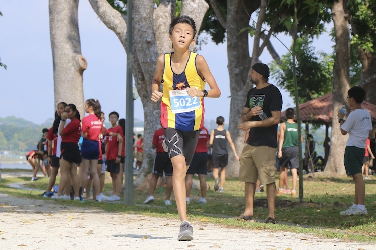 ACS(I)'s Bryan Cheung finished 15th in the Boys' C Division cross country race with a time of 14:38.2. (Photo 1 © Julianna Jothi/Red Sports)