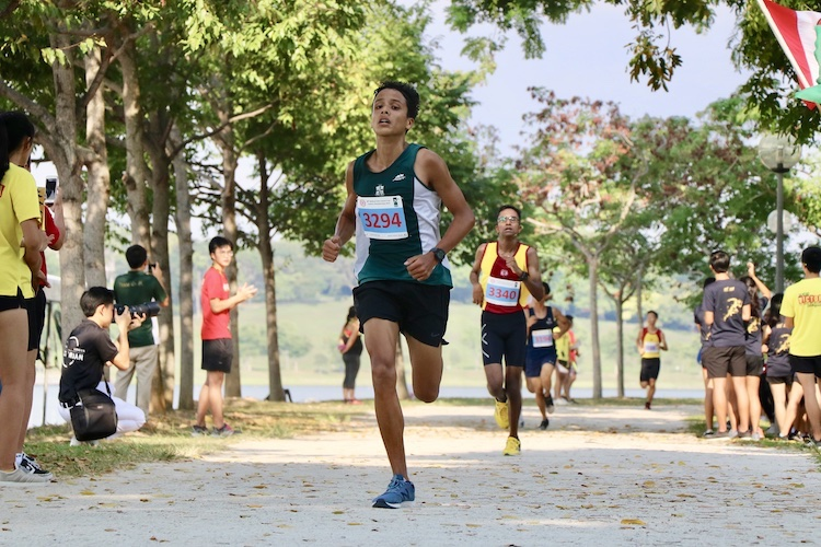 SJI's Martin Patrick Inglin finished fourth in the Boys' B Division cross country race with a time of 17:25.5. (Photo 1 © Julianna Jothi/Red Sports)