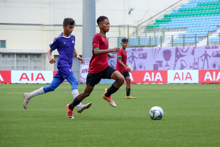 Mohd Izrafil (JVSS #7) brings the ball down the wing. (Photo 6 © Clara Lau/REDintern)