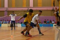 Faez Nabil (VJC #61) tussling for the ball with Shaune Chua (TMJC #23). (Photo 1 © REDintern Jordan Lim)