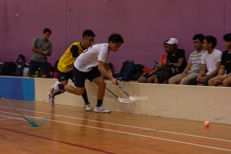 Andre Lim (TMJC #16) first to the loose ball. (Photo 5 © REDintern Jordan Lim)