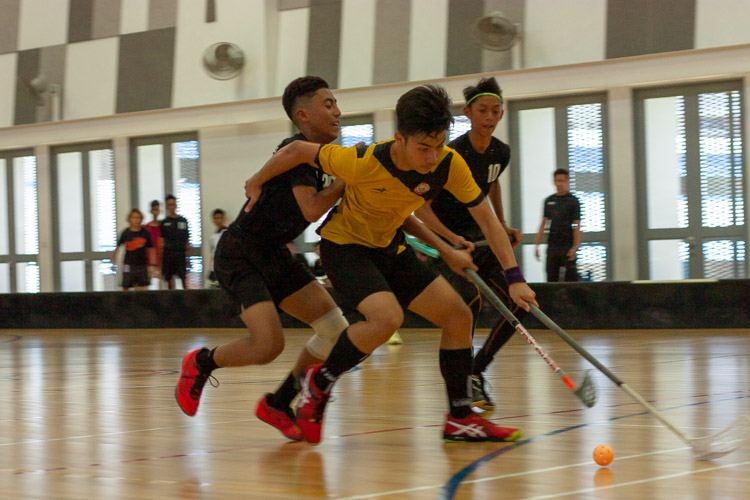 Amir Haziq Bin Abdul Halim (VS #22) desperately shields the ball away from his opponent. (Photo 1 © REDintern Jordan Lim)