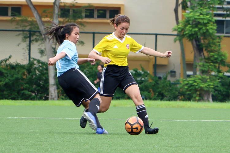 Sophia Rose Meyers (VJC #4) intercepts a attempted pass from Nicole Lim (HCI #21). (Photo 6 © Clara Lau/REDintern)