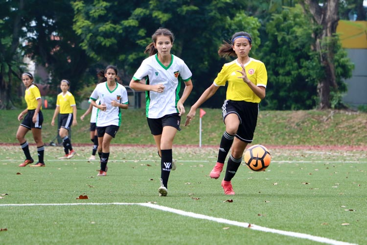 Leong Hui Ling (VJC #5) and Michelle Glazov (RI #2) chases after a through ball. (Photo 1 © Clara Lau/REDintern)