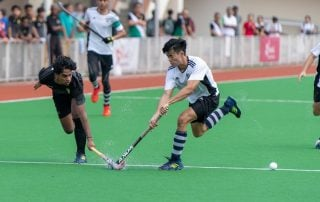 Akash Chandra (RI #82) narrowly manages to pass off the ball before Ray Au (SA #9) can steal it.