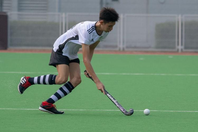 Joven Teo (SA #25) dribbles the ball along the friendly semi-circle line.