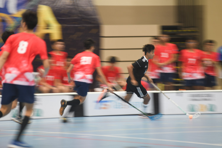 EJC's Edgar (#14) dribbling towards RV's goal during the match. (Photo 1 © Stefanus Ian/Red Sports)