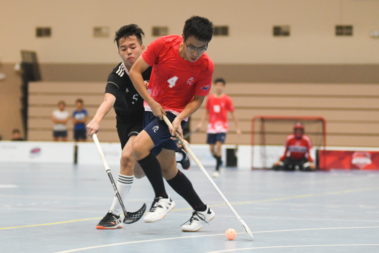 RV's Tan Zhe Hui (#4) attempting to take a shot during the match against EJC. (Photo 1 © Stefanus Ian/Red Sports)