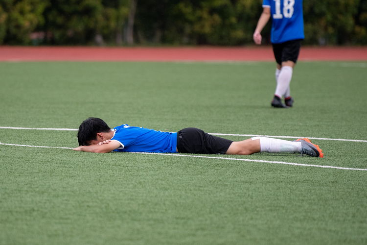 Javier Chua (NYJC #7) collapses in despair after losing the semi-final game.