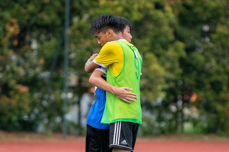 Amir Hafiq (VJC #9) and Javier Chua (NYJC #7) briefly embrace after the game.