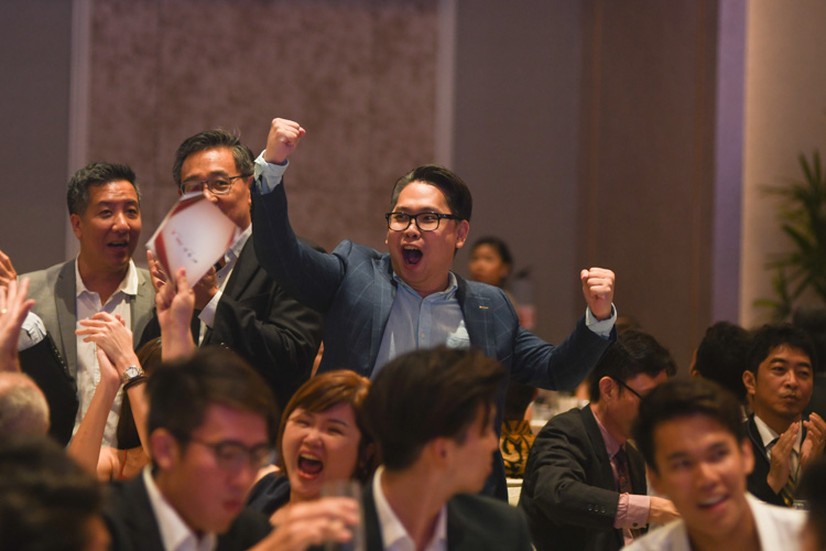 Singapore Swimming Association's Daniel Tan pumping his fist in celebration at the Singapore Sports Awards. (Photo 1 © Stefanus Ian/Red Sports)