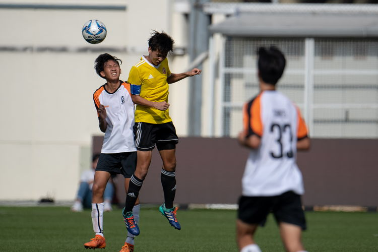 Naden Joshua Timothy Koh (SAJC #10) and Jeremy Loke (VJC #4) contest a header.