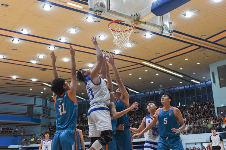Dorian Chin (TMJC #23) rises highest for the basket. (Photo 1 © Iman Hashim/Red Sports)