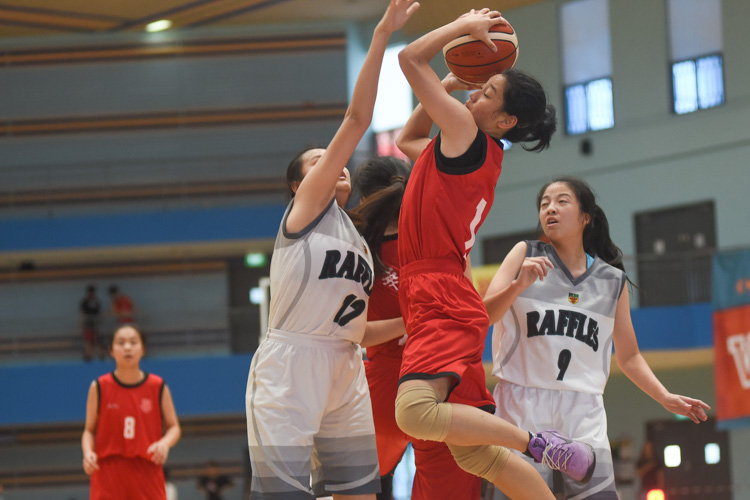 Silin (HCI #14) tries to get a shot at the basket. (Photo 1 © Iman Hashim/Red Sports)