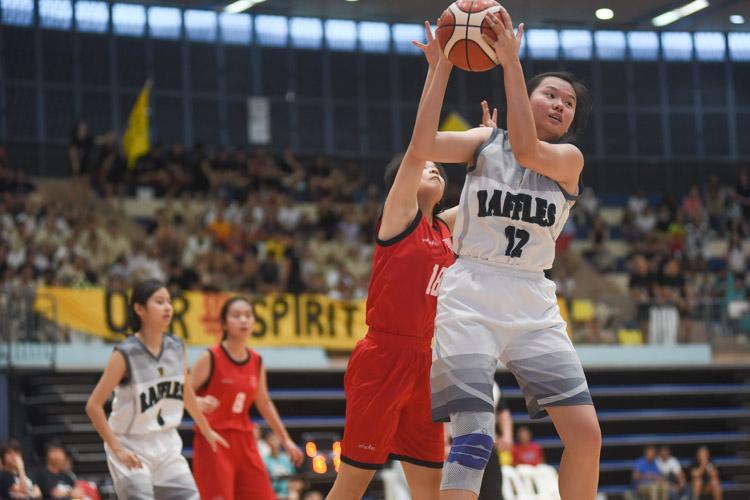 Tan Kang Yi (RI #12) gets the rebound. (Photo 1 © Iman Hashim/Red Sports)