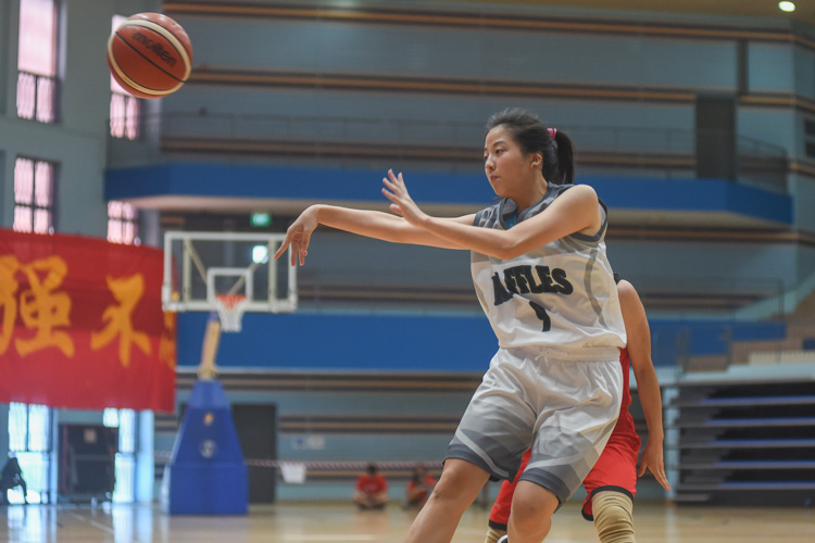 Aisling Lum (RI #9) makes a pass. (Photo 1 © Iman Hashim/Red Sports)