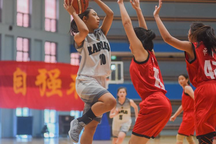 Mabel Ong (RI #10) takes a shot. (Photo 1 © Iman Hashim/Red Sports)