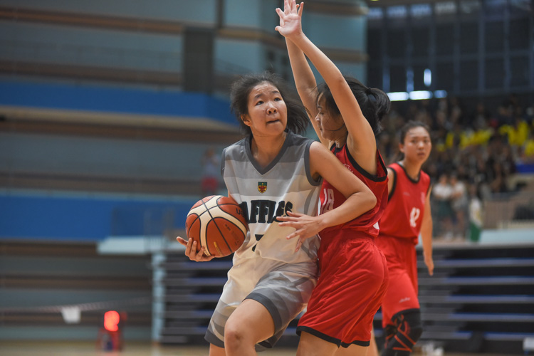 Zhu Yezi (RI #7) gets the better of her marker. (Photo 1 © Iman Hashim/Red Sports)