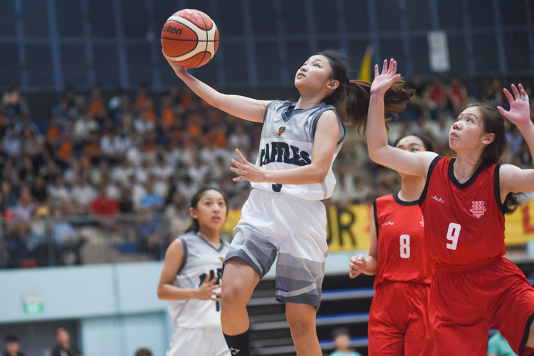 Aw Han Xi (RI #3) goes for the lay-up. (Photo 1 © Iman Hashim/Red Sports)