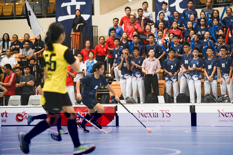 Heng Ying Ying (RVHS #6) brings the ball upcourt. (Photo 1 © Iman Hashim/Red Sports)