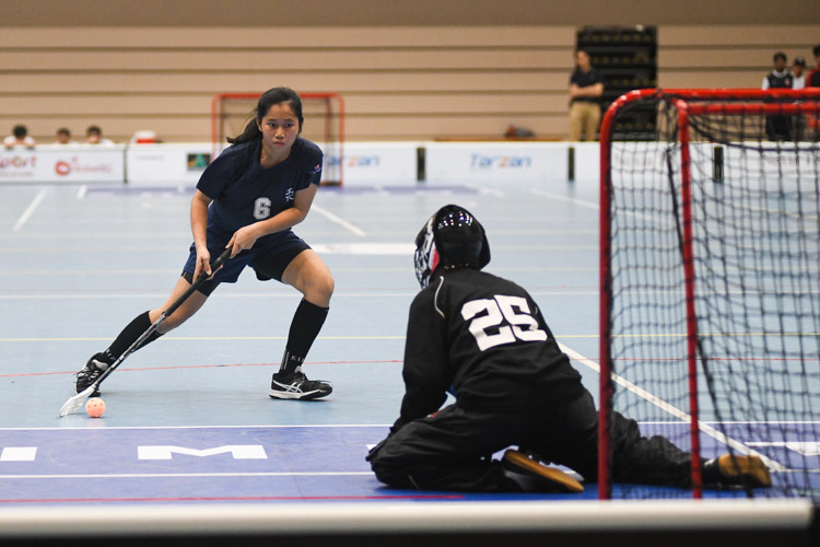 Heng Ying Ying (RVHS #6) tries to get past Ulfah Irdina (VJC #25) in the penalty shootout. (Photo 1 © Iman Hashim/Red Sports)