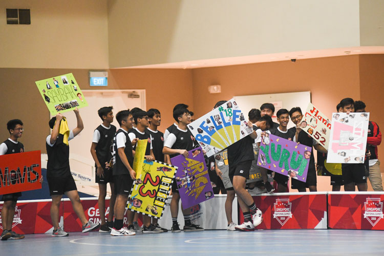 VJC floorball boys showing their support for their female counterparts. (Photo 1 © Iman Hashim/Red Sports)