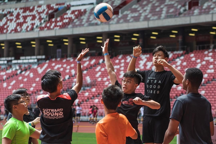 Sport teams made up of youths from all backgrounds fight it out in a game of Captain's Ball. (Photo 1 © HIGHER)