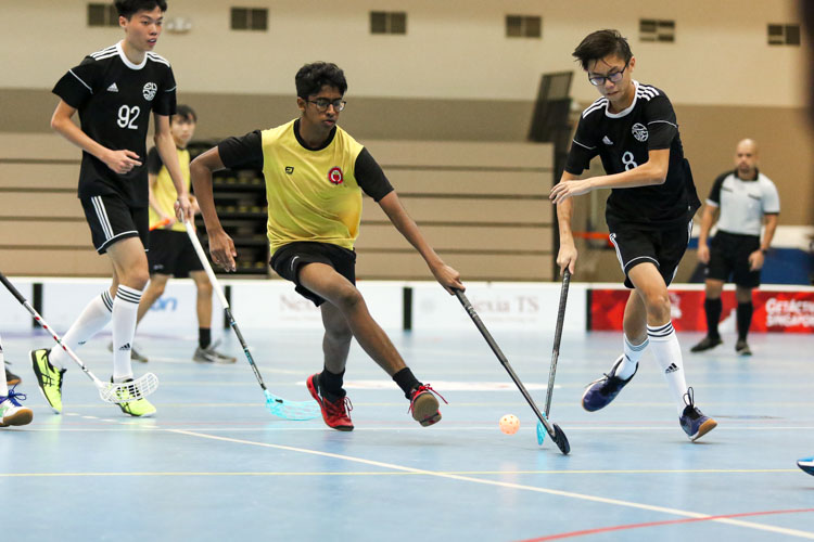 Sanjeevan Selvam (VJC #55) dribbles his way towards goal. (Photo 6 © Clara Lau/REDintern)
