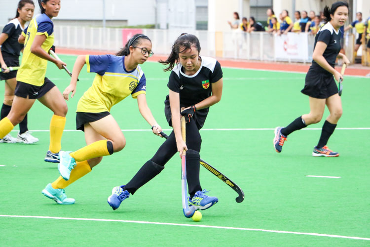 Nurul Hasha (RI #76) dribbles the ball in attack . (Photo 3 © Clara Lau/REDintern)