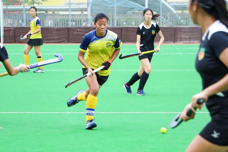 EJC Captain Valerie Koh (#17) dribbles the ball down the middle. (Photo 5 © Clara Lau/REDintern)