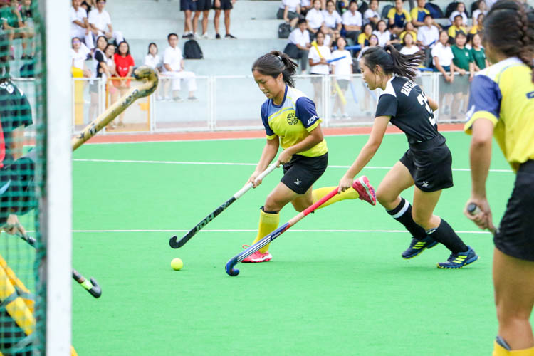 Phylicia Tanandika (EJC #8) drives the ball towards goal. (Photo 1 © Clara Lau/REDintern)