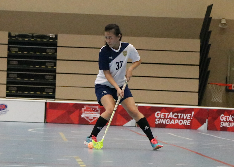 CJC's Goh Khee (#37) in action as she gets ready to pass the ball. (Photo 12  © Julianna Jothi/Red Sports)