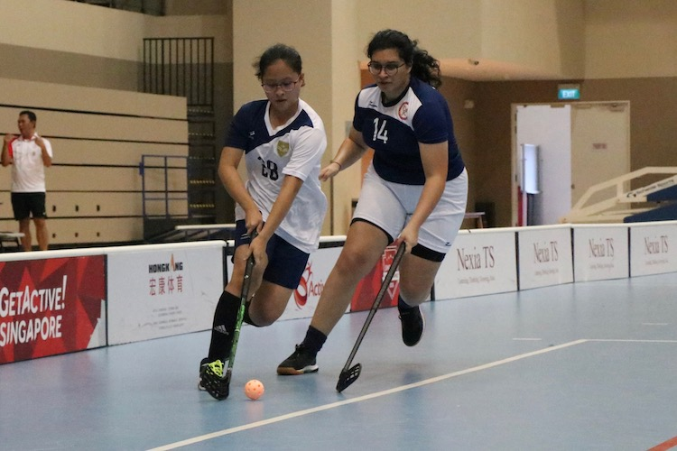 Chan Kar May, Natalie (#28) of CJC in action as she dribbles the ball.