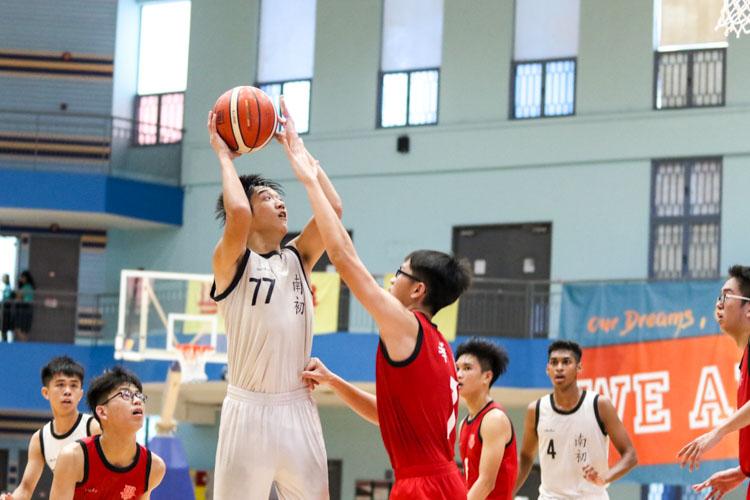 Liang Enmao (NYJC #77) rising up to take a shot. (Photo 6 © Clara Lau/REDintern)