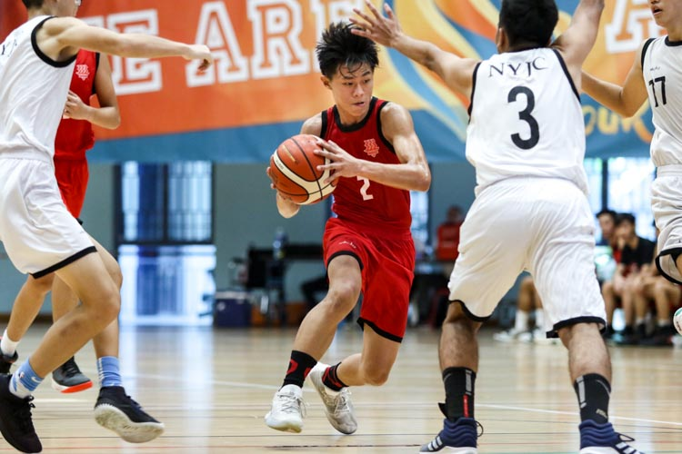 Lim Jing Jie (HCI #2) finds himself surrounded by NYJC defenders. (Photo 7 © Clara Lau/Red Sports)