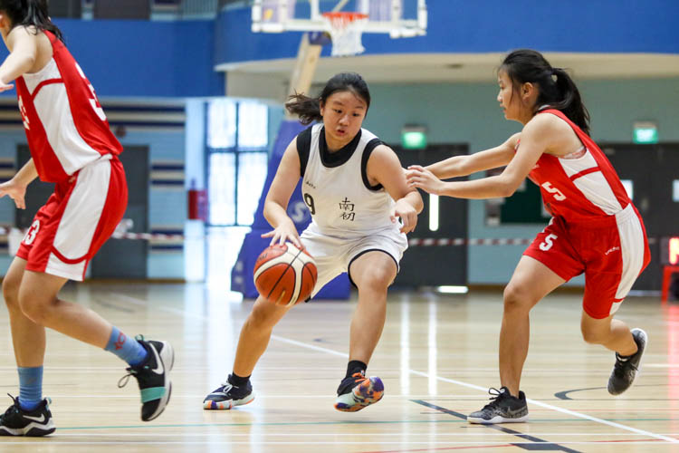 Jessika Cahyadi (NYJC #9) attempting to dribble her way pass Agnes Lee (NJC #5). (Photo 1 © Clara Lau/Red Sports)