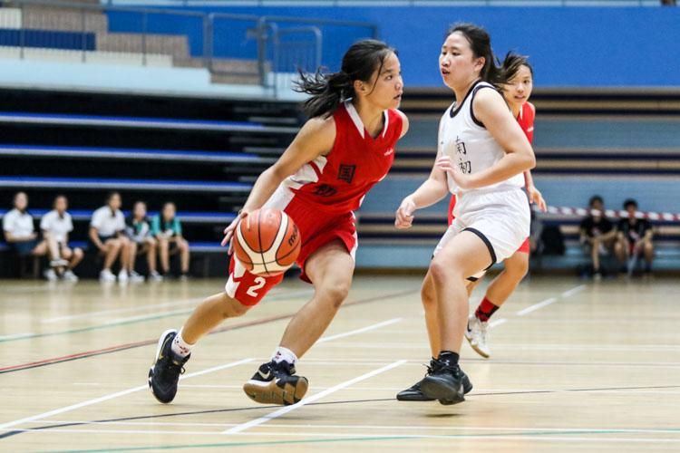 Rachel Tan (NJC #2) skips past a challenge from Megan (NYJC #4). (Photo 4 © Clara Lau/Red Sports)