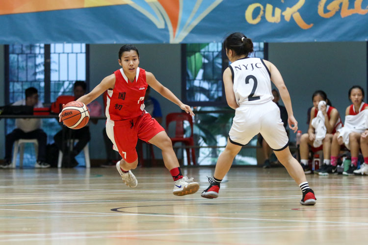 Nicole Lee (NJC #7)  trying to find her way around Amabelle (NYJC #2). (Photo 7 © Clara Lau/Red Sports)