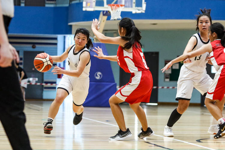 Amabelle (NYJC #2) goes up against Agnes Lee (NJC #5). (Photo 8 © Clara Lau/Red Sports)