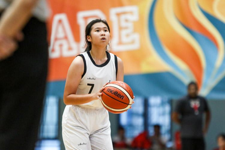 Elke Goh (NYJC #7) preparing to take a free throw. (Photo 9 © Clara Lau/Red Sports)