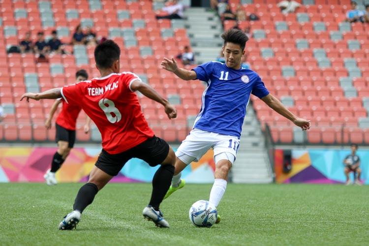 Marcellinus Jerricho (NYJC #8) trying to get the ball away from Jordan Ng (TMJC #11). (Photo 3 © Clara Lau/REDintern)